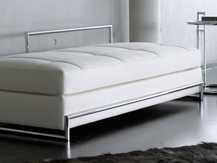 Day-time bed/reclining sofa by ClassiCon