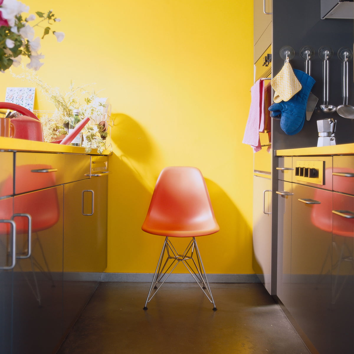 Vitra dsr eames plastic side chair in our shop for Eames design stuhl