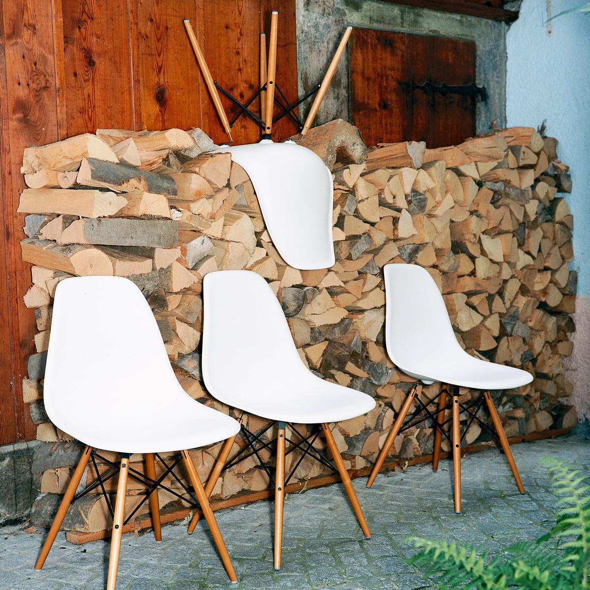 Eames plastic side chair dsw connox shop for Eames plastic side chair dsw replica