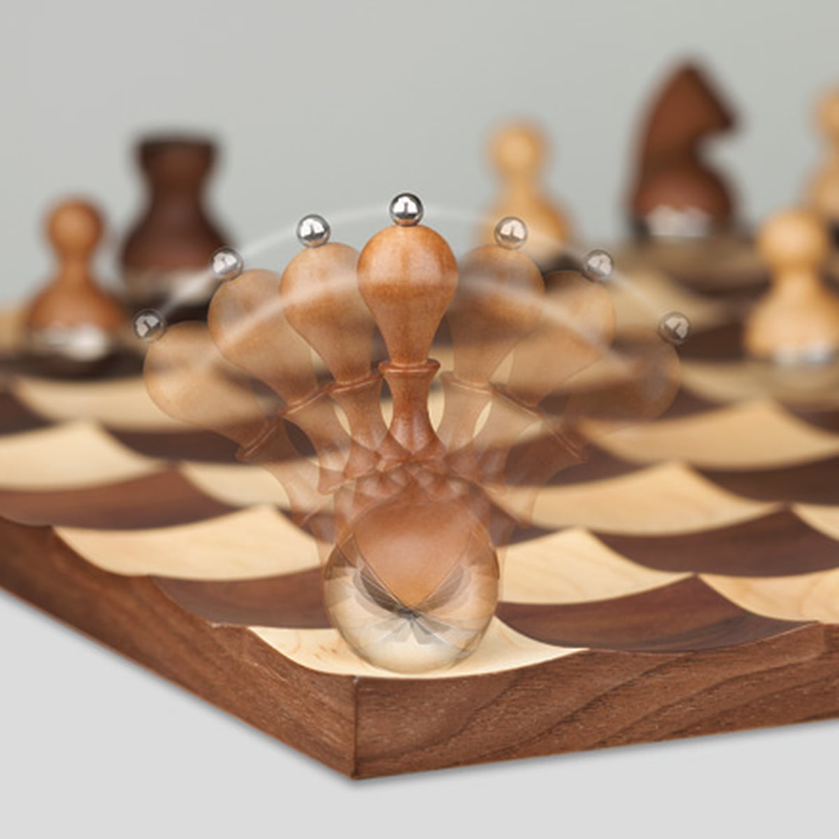 Wobble chess set by umbra in the shop - Wobble chess set by umbra ...