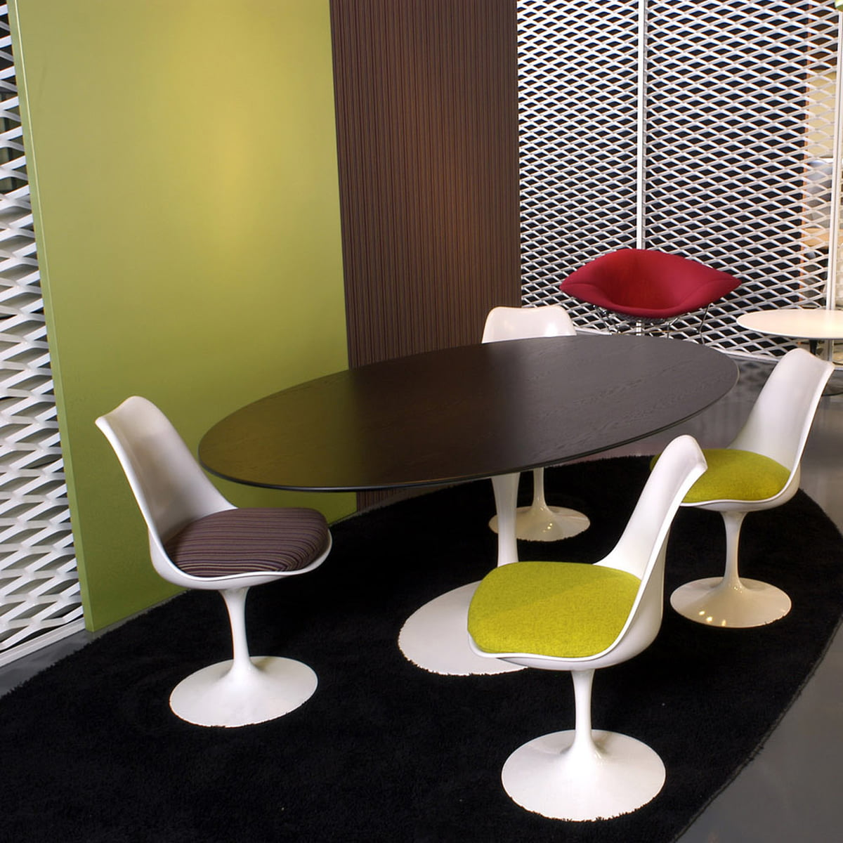 Saarinen Tulip Chair by Knoll in our shop