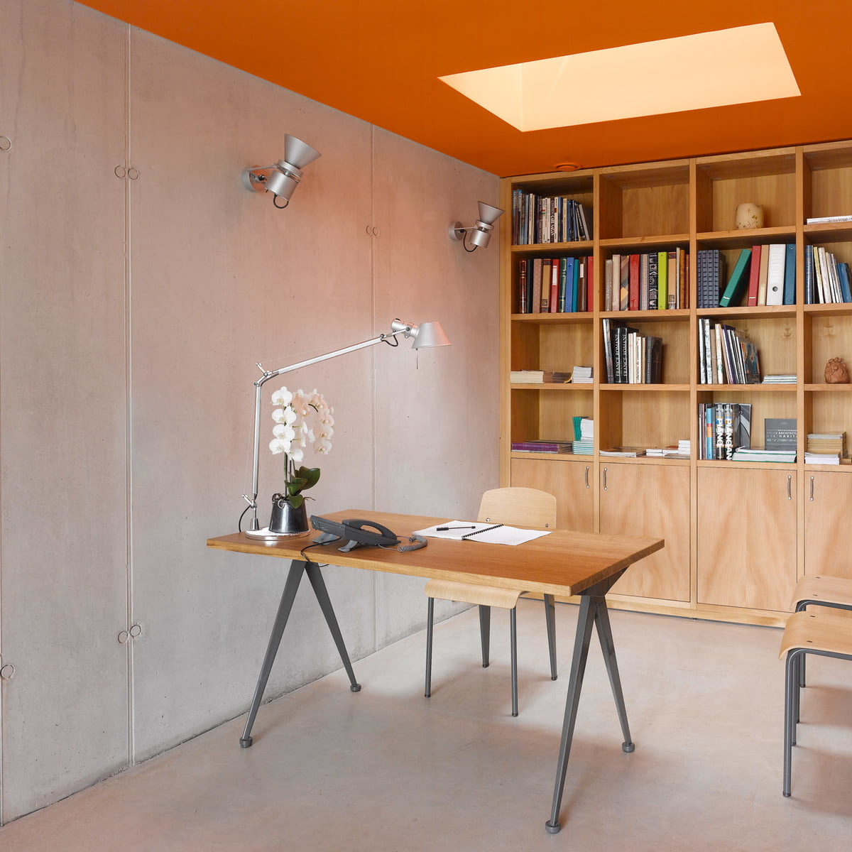 Fabuleux Compas Direction Table by Vitra in the shop NU22