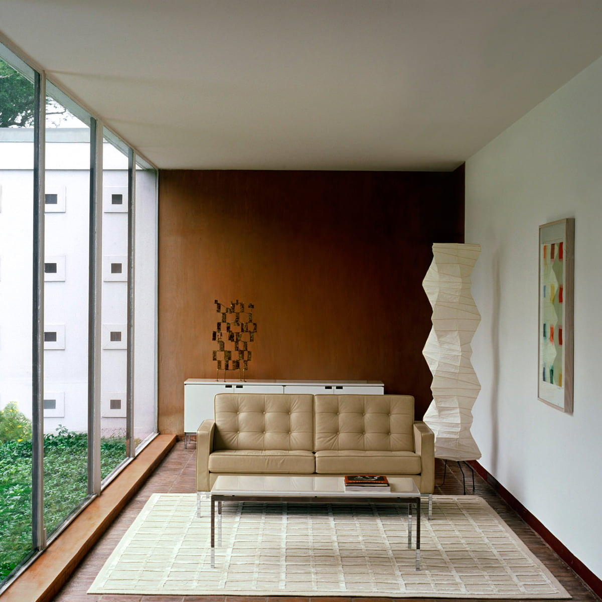 Knoll Florence Couch Table in the home design shop