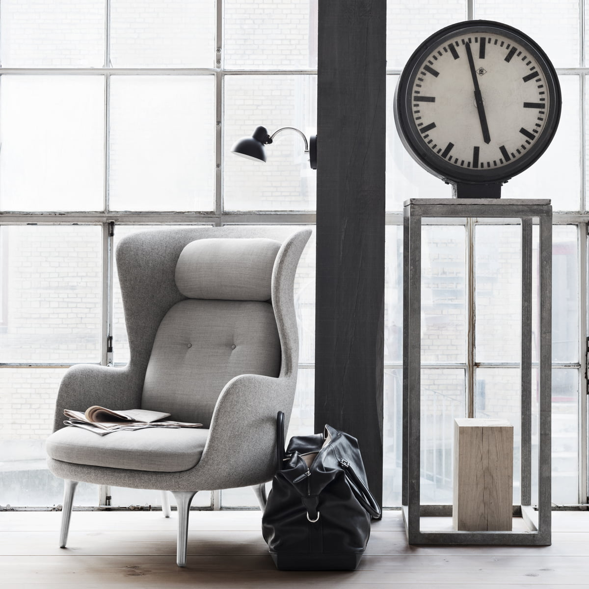 Ro armchair by fritz hansen connox for Sessel hellgrau