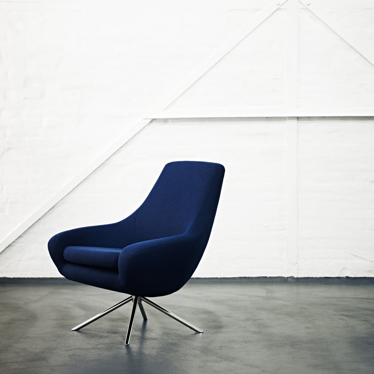 softline  noomi lounge armchair blue. the noomi lounge armchair by softline