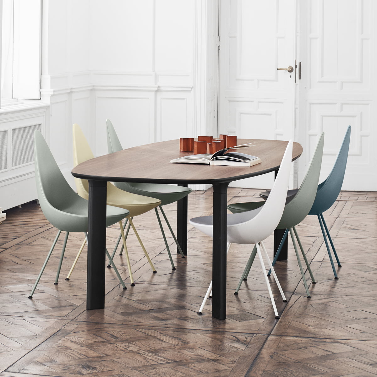 the analog table by fritz hansen in the shop. Black Bedroom Furniture Sets. Home Design Ideas