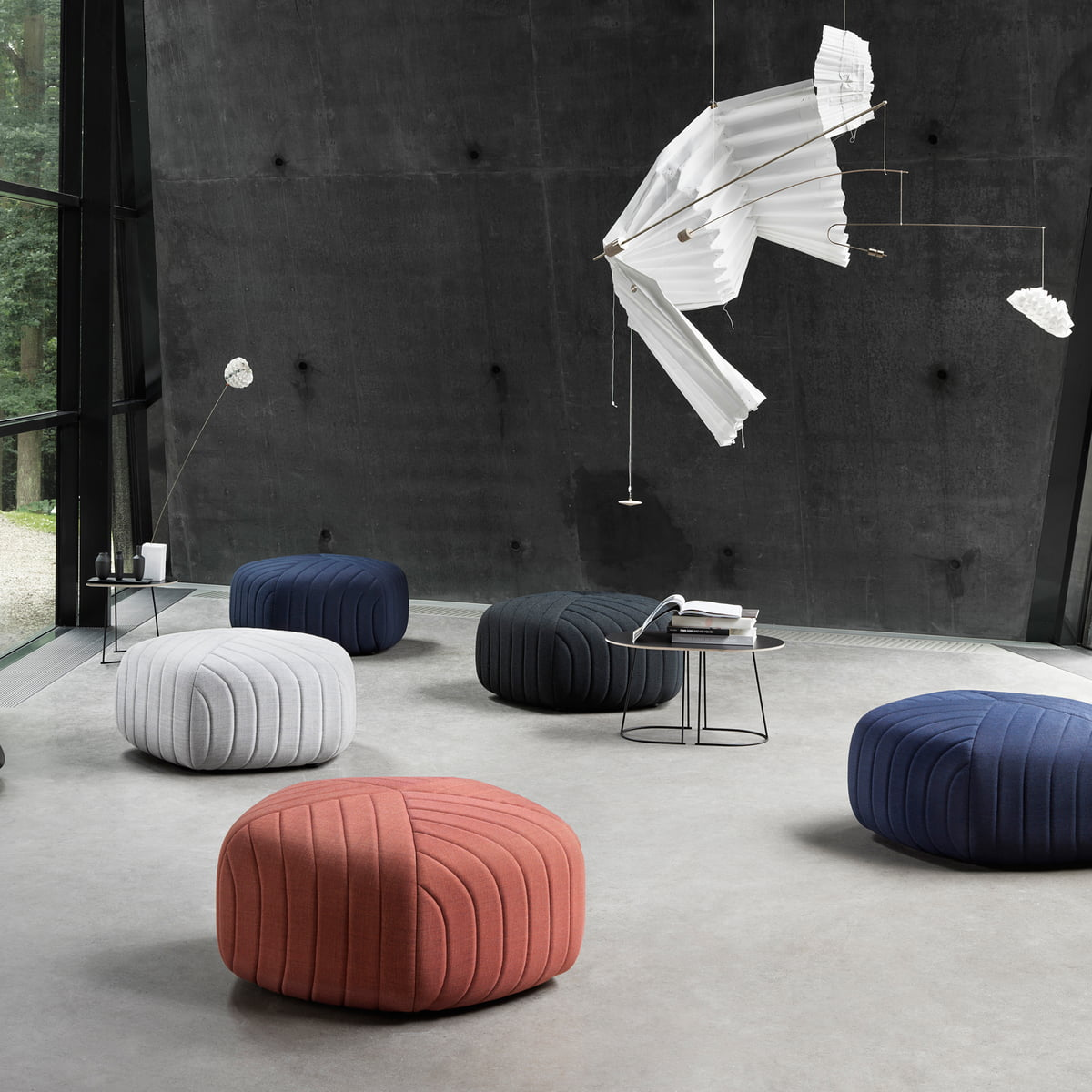 five poufmuuto in the shop