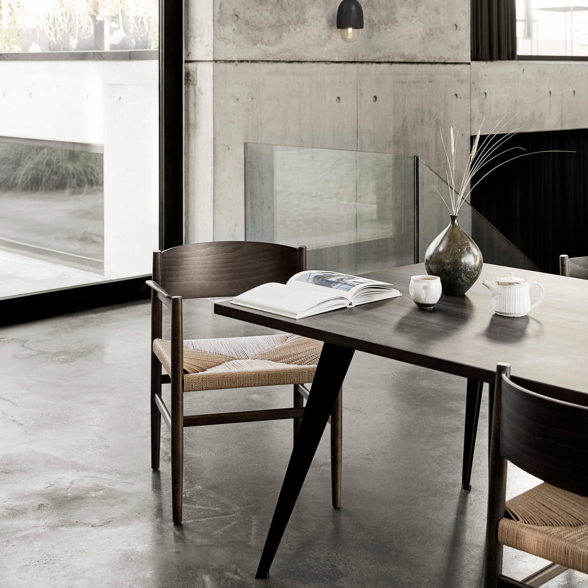 Lignia dining table by mater