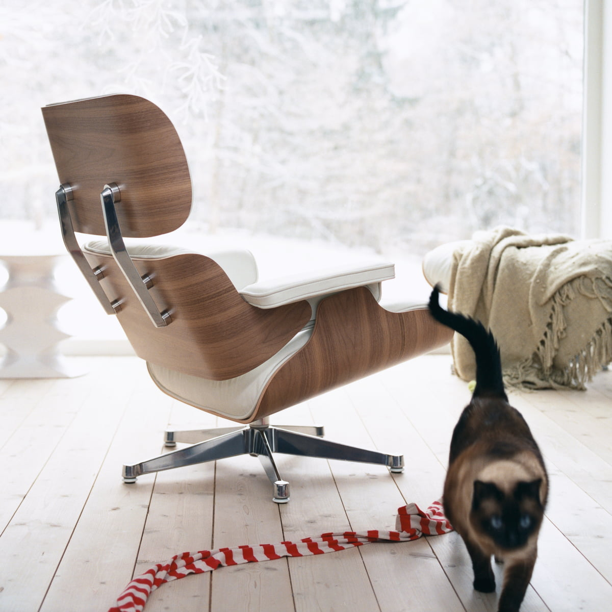 Vitra eames lounge chair ottoman walnut white for Vitra lounge chair nachbau