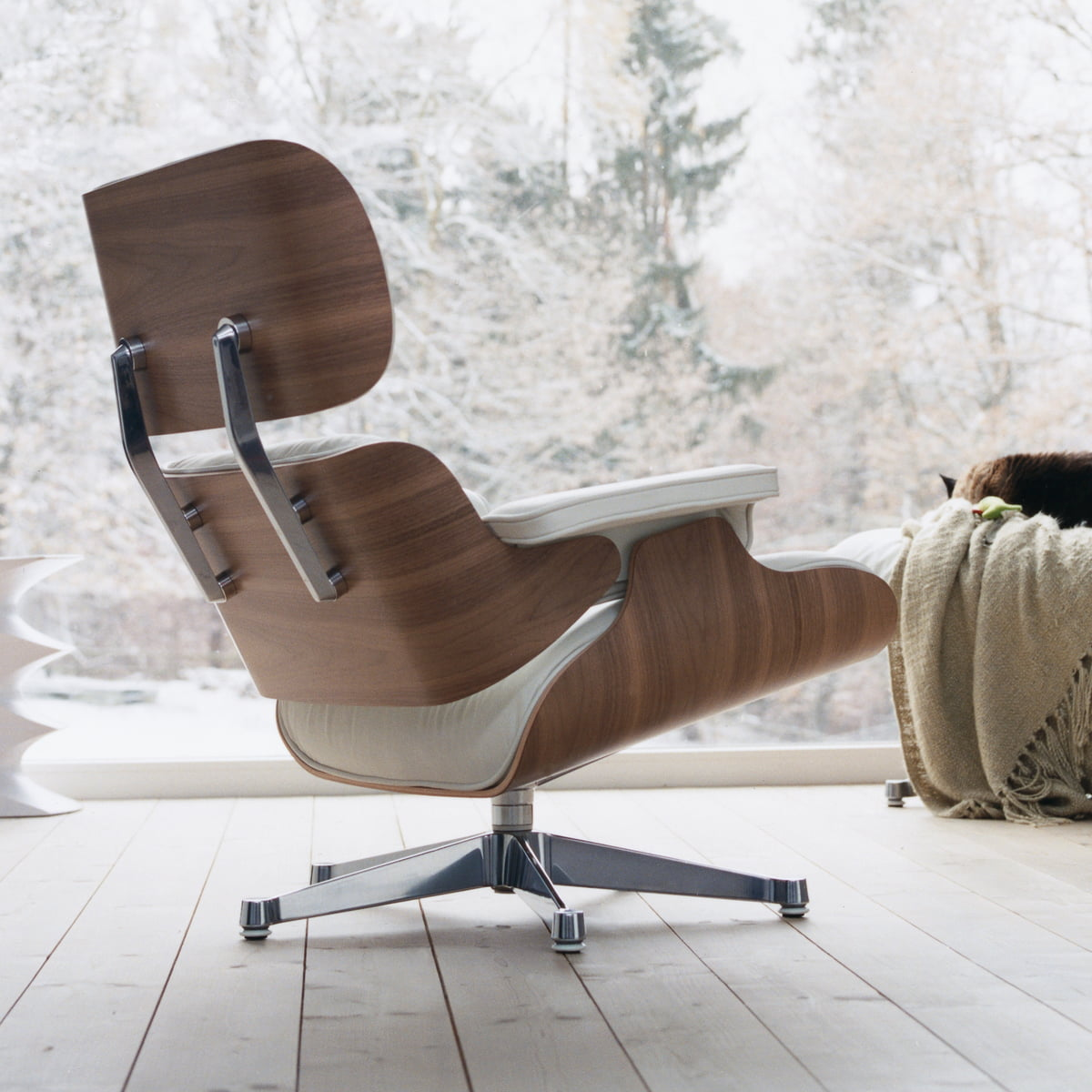 vitra lounge chair in white in the shop. Black Bedroom Furniture Sets. Home Design Ideas