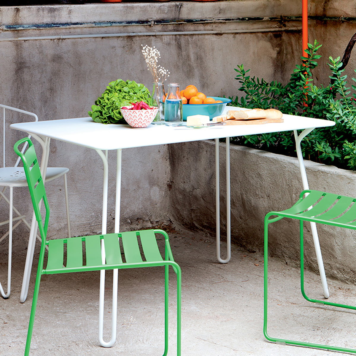 surprising garden table by fermob connox. Black Bedroom Furniture Sets. Home Design Ideas