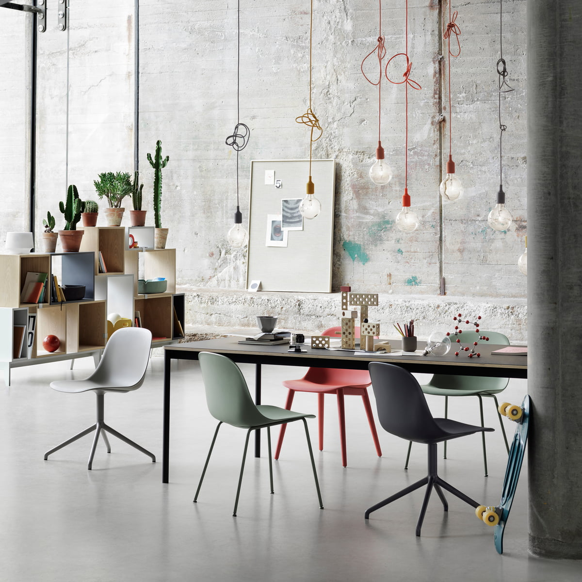 Muuto stacked shelving system white for Suspension plusieurs ampoules