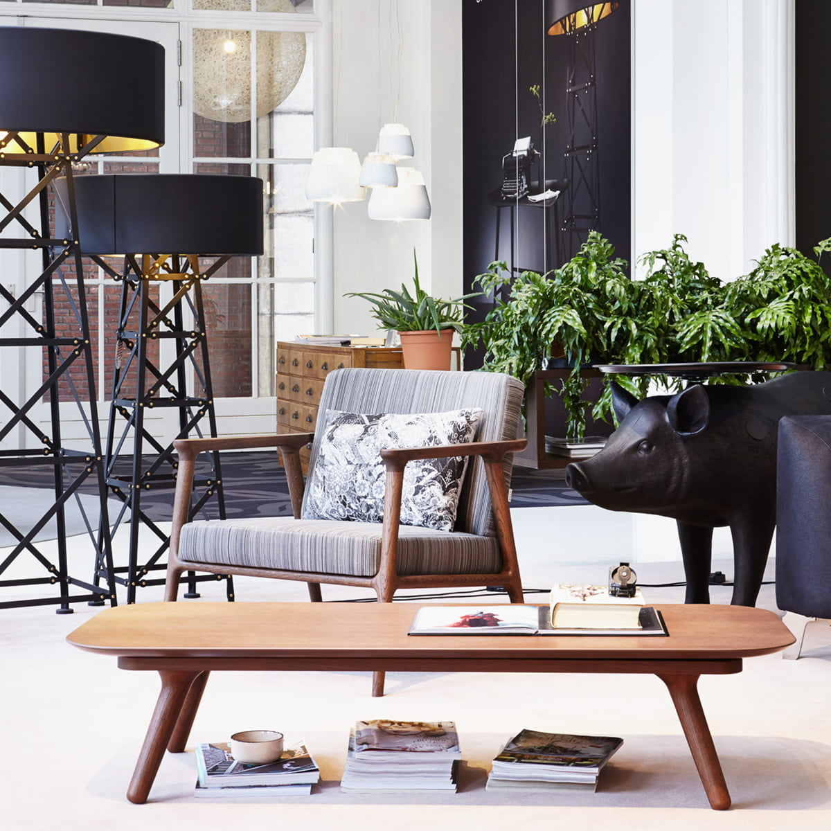 Zio Lounge Chair And Coffee Table