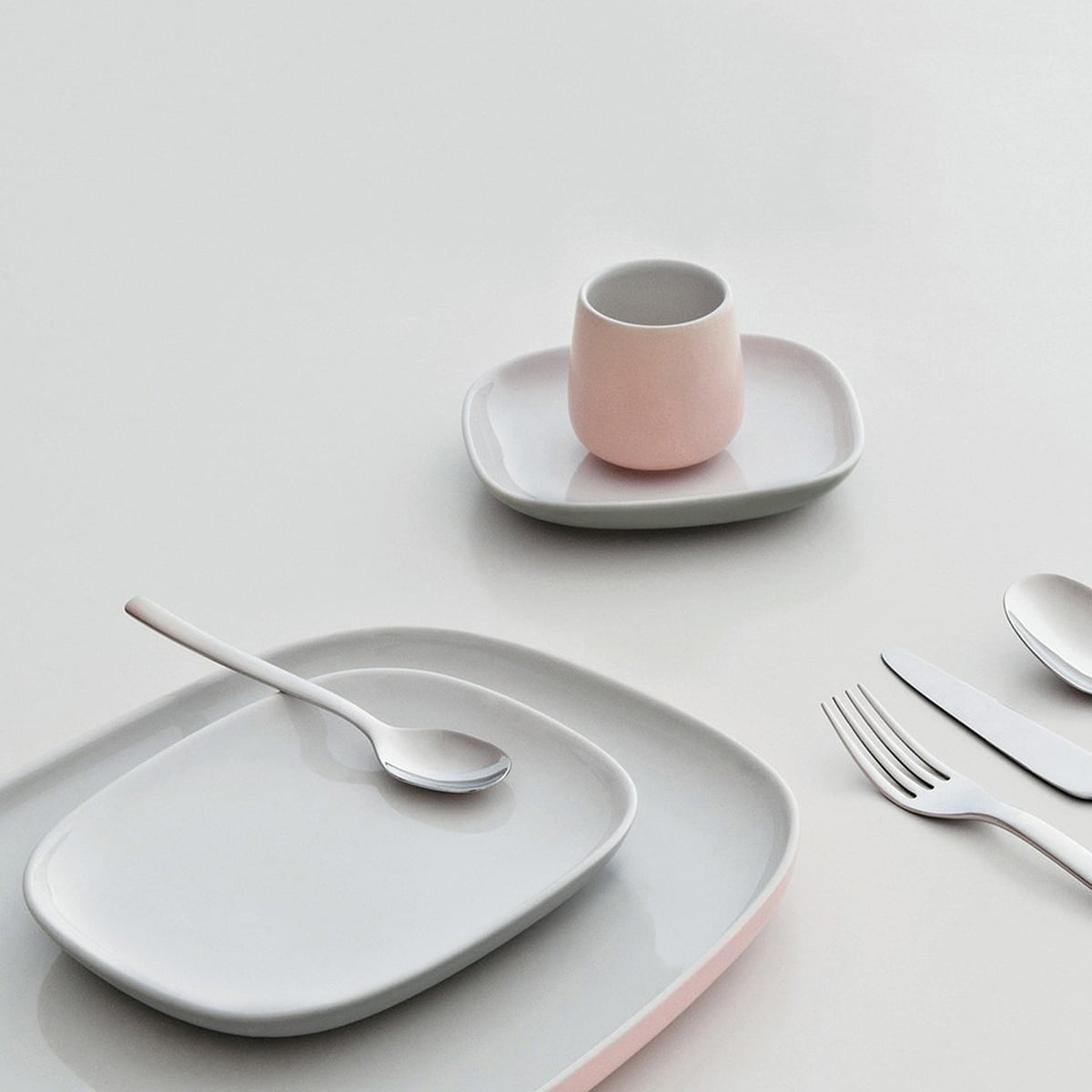 ovale dinner plate by alessi in the shop. Black Bedroom Furniture Sets. Home Design Ideas