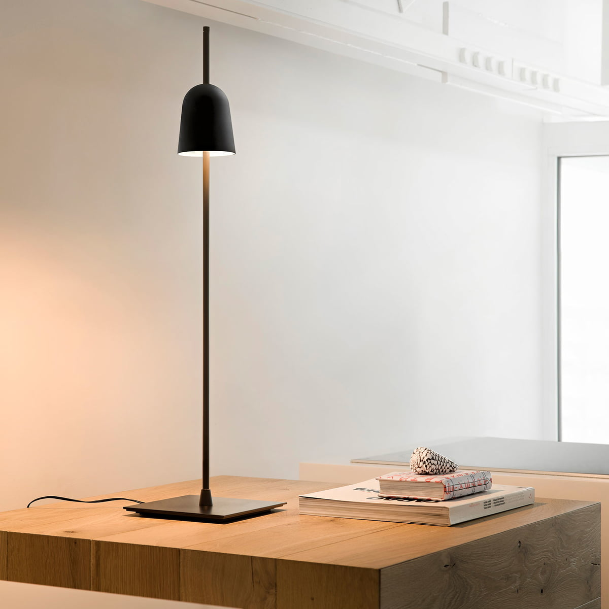ascent table lamp by luceplan in the shop. Black Bedroom Furniture Sets. Home Design Ideas