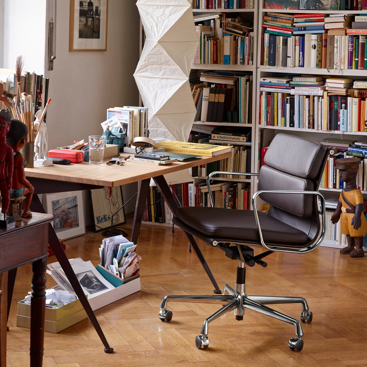 Soft pad chair ea 217 by vitra in the shop for Vitra home desk replica