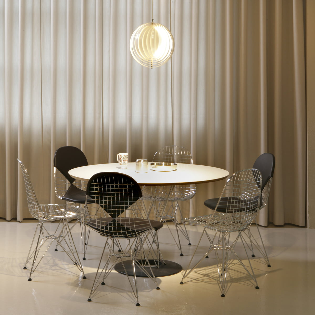 Vitra Dining Table By Isamu Noguchi Ø 121 Cm White Chrome