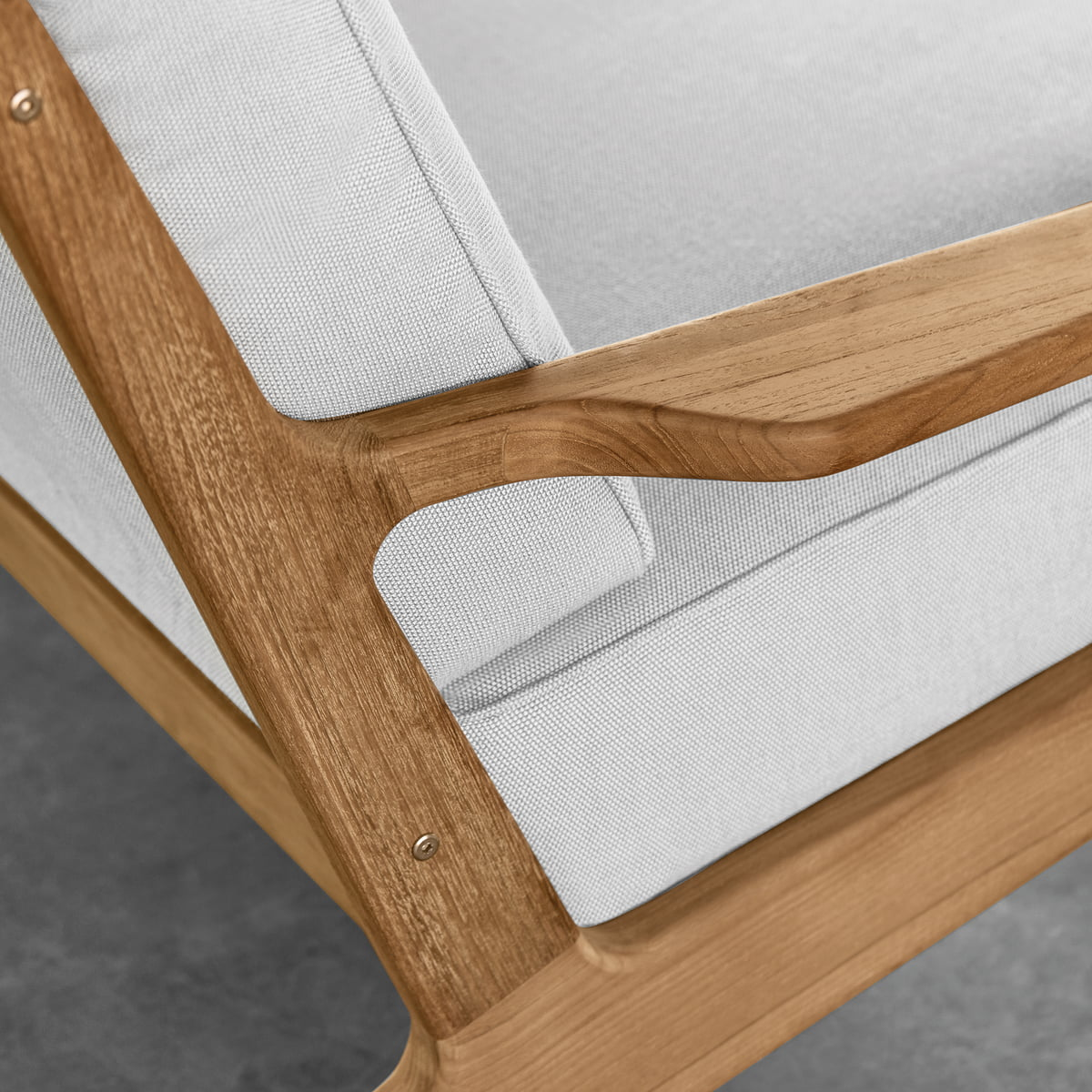 Gloster - Bay Lounge Chair in Detail - Bay Lounge Furniture By Gloster Connox