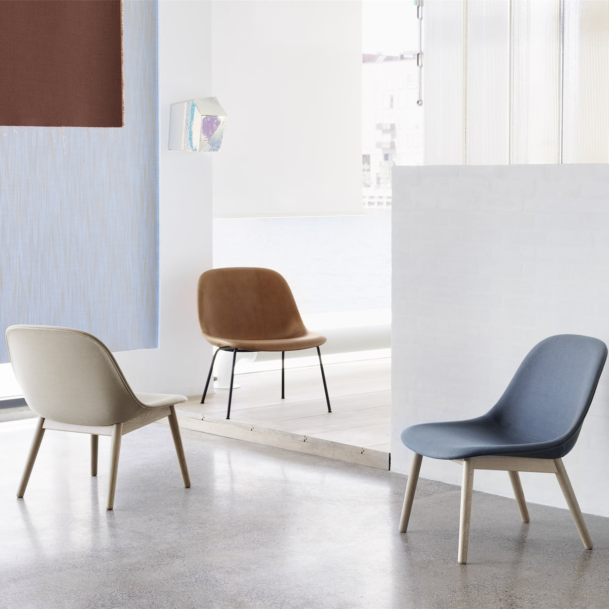 muuto fiber lounge chair tube base connox. Black Bedroom Furniture Sets. Home Design Ideas