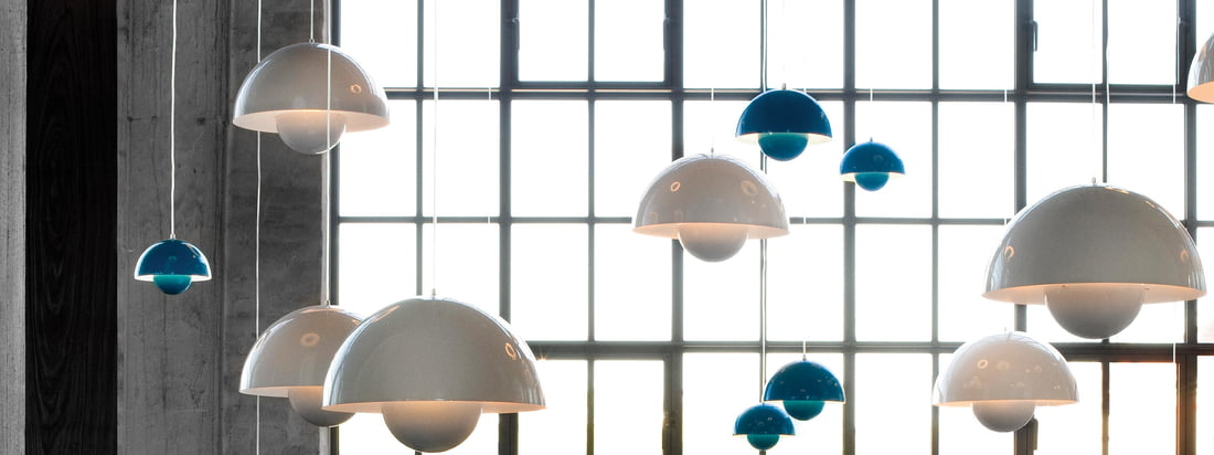 Buy the FlowerPot Pendant Lamp by &Tradition in the Connox Shop. The lamps, designed by Verner Panton, are available in different colours, e. g. white and blue..