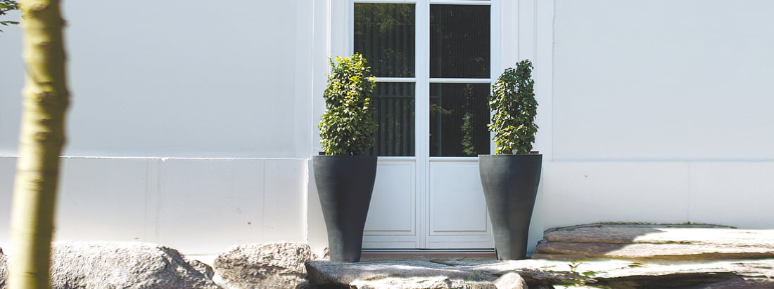The manufacturer Amei produces simple, robust planters. The Conical One Planter is suitable for presenting non-flowering plants in a stylish, but discreet way.