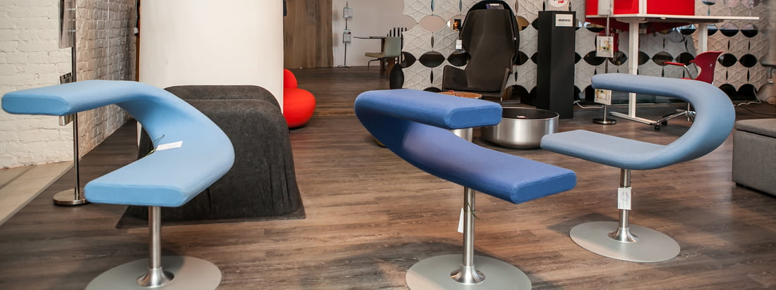 Bla Station is known for its modern furniture. The Swivel Chair Innovation C fascinates with a narrow seat squab, ornately connected with the back or armrest.