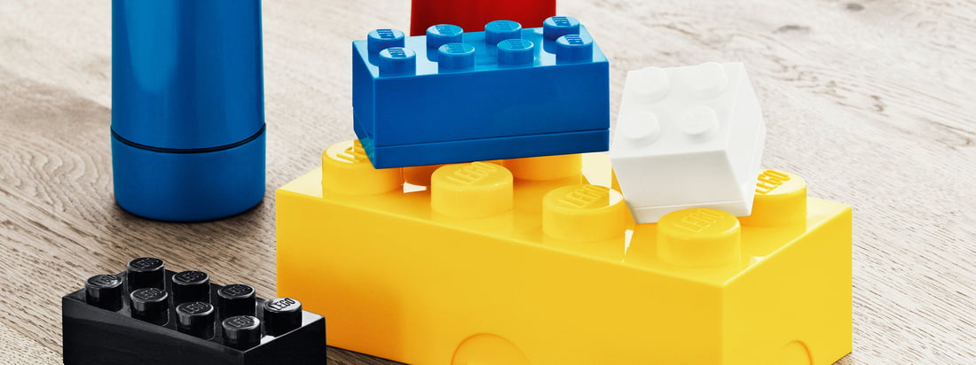 The lunch System by Lego consists of colourful lunch boxes, mini boxes and water bottles in Lego optics.
