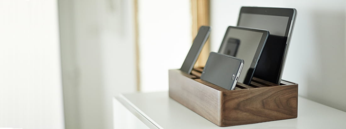AllDock multi charging station by Daniel Design - the German label opts for power instead of cable chaos. Several mobile devices can be charged at the same time in the docking station.