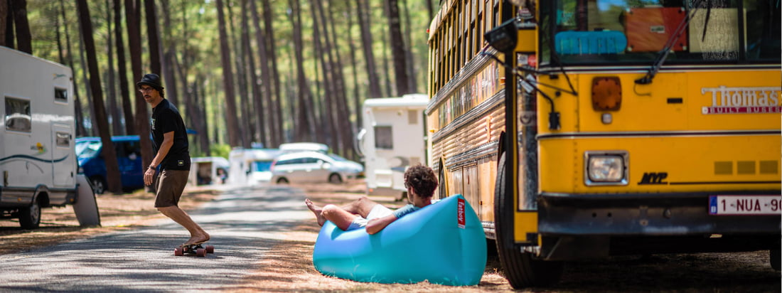 Lifestyle product image: The Lamzac by Fatboy is a real festival must-have. The air lounger is ideal to relax on the campsite or as a sofa for up to two people.