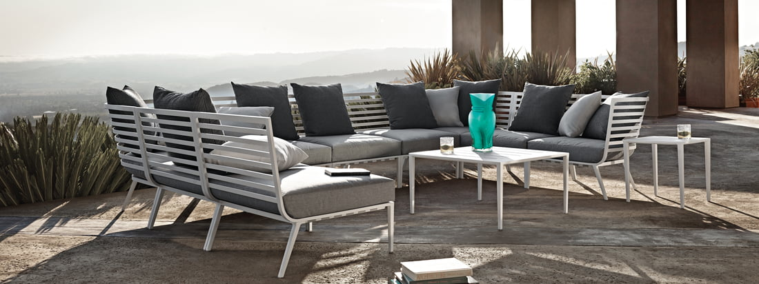 Gloster - Vista Lounge Series. Lifestyle product image of the Gloster - 180 Lounge Series. Thanks to the Vista armchair and tables, an attractive outdoor area can easily be created, inviting you to relax in style.