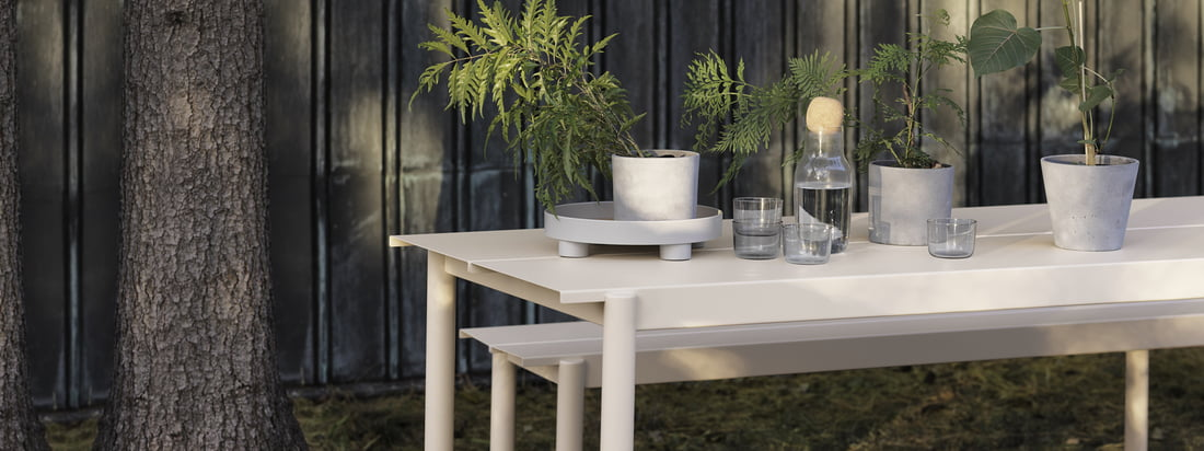 Linear Steel bench and table in white from Muuto in the ambience view. Table and bench can be used perfectly in the garden due to their steel construction and inspire with their modern design.