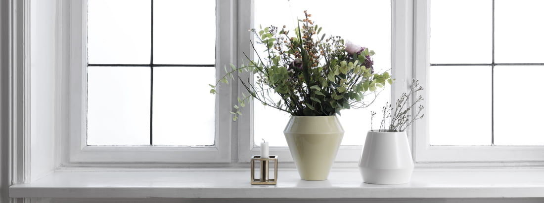 The Rimm Vase in combination with other colors and shapes of this collection also appears as simple and with the Scandinavian style. A timeless vase made with traditional craftsmanship.