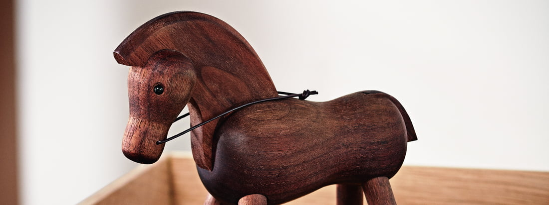 The horse made of walnut by Kay Bojesen on the working desk: Although horses are herd animals, the wooden creature also looks gorgeous alone in the office.