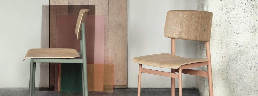 Isolated product image of the Loft chair by Muuto in dusty green and dusty rose. Whether as a chair at the dining room table or a seat in the hallway, the Loft Chair by Muuto is functional and decorative at the same time.