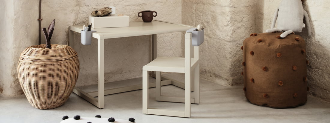 The Little Architect desk for children by ferm Living is part of the collection of the same name, which brings together furniture and accessories designed to awaken the little architect in the child.