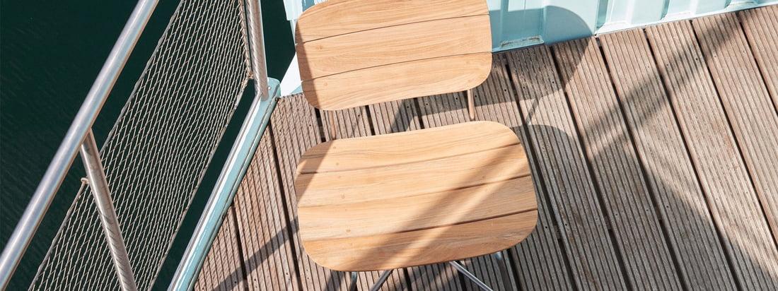 Skagerak-Lilium-Lounge-Stuhl-Tisch-Teak-Edelstahl-Ambiente-1