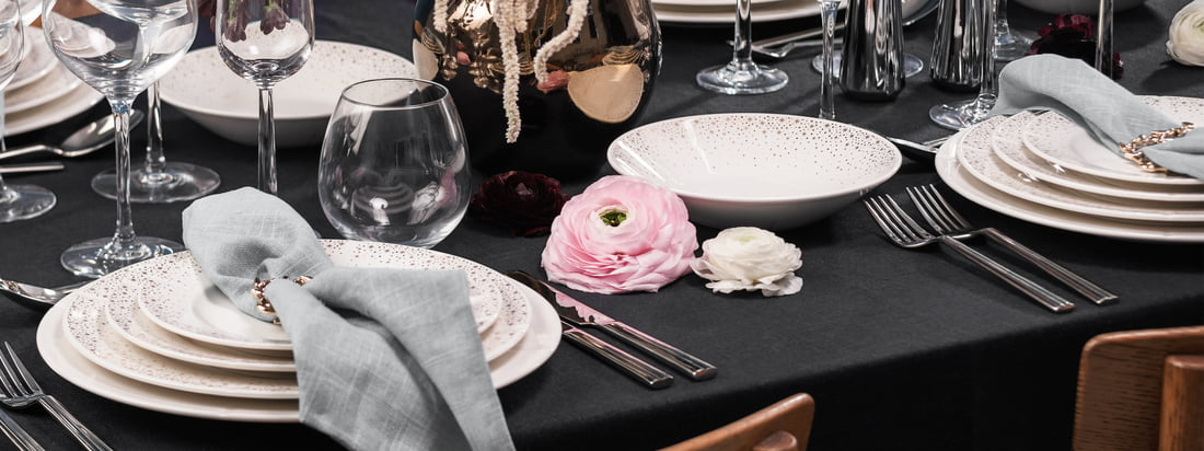 The Grand Cru Moments tableware by Rosendahl with its gold decoration is the festive version of the popular and timeless classic Grand Cru by Rosendahl.