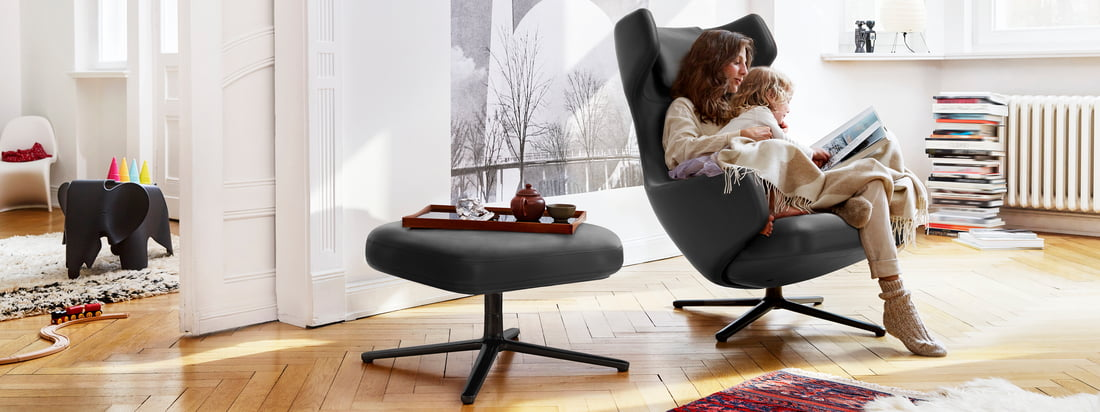 The Grand Repos and Repos Lounge Chairs from Vitra are more than just comfortable armchairs: they fit perfectly into the ambience and provide stylish comfort.