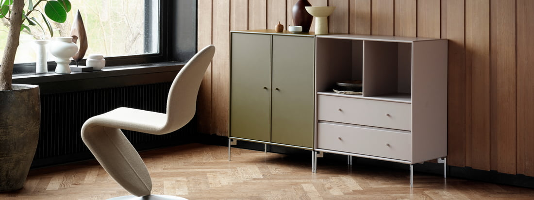 Cover cabinet with legs, anthracite by Montana in the ambience view. The different versions of this design cabinet can be perfectly combined with each other in the living room.