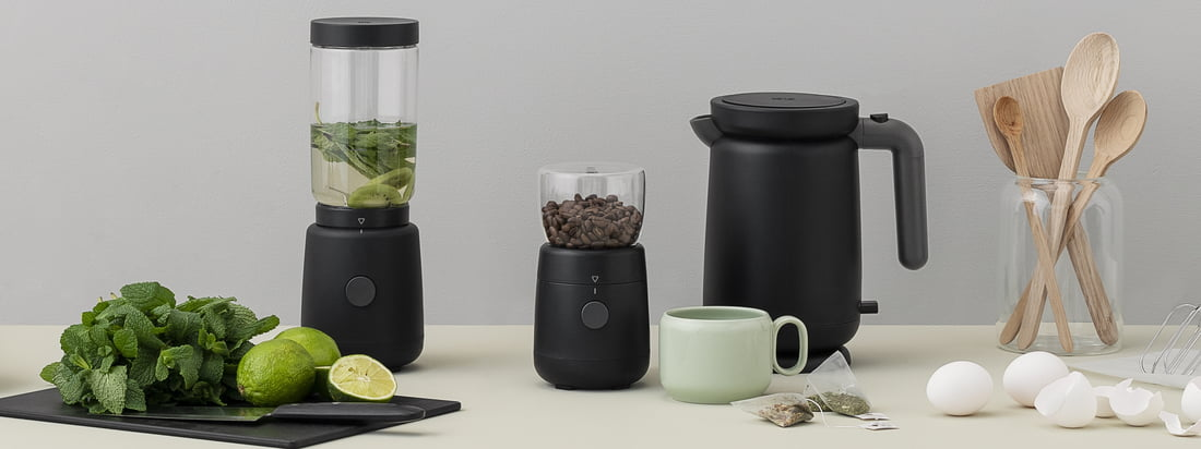 With its black housing, the Foodie Electric Coffee Grinder and matching kettle from Rig-Tig by Stelton look exceptionally modern and clean.