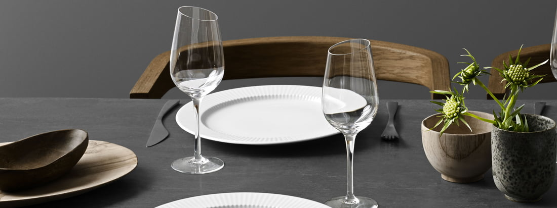 The Legio Nova plate decorates every table with a discreet and timeless grooved design.