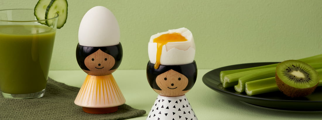 The approximately 6 cm high figures made of beech wood are all elaborately hand-painted and enjoy cult status in Scandinavia. The egg cups can be cleaned with a damp cloth.