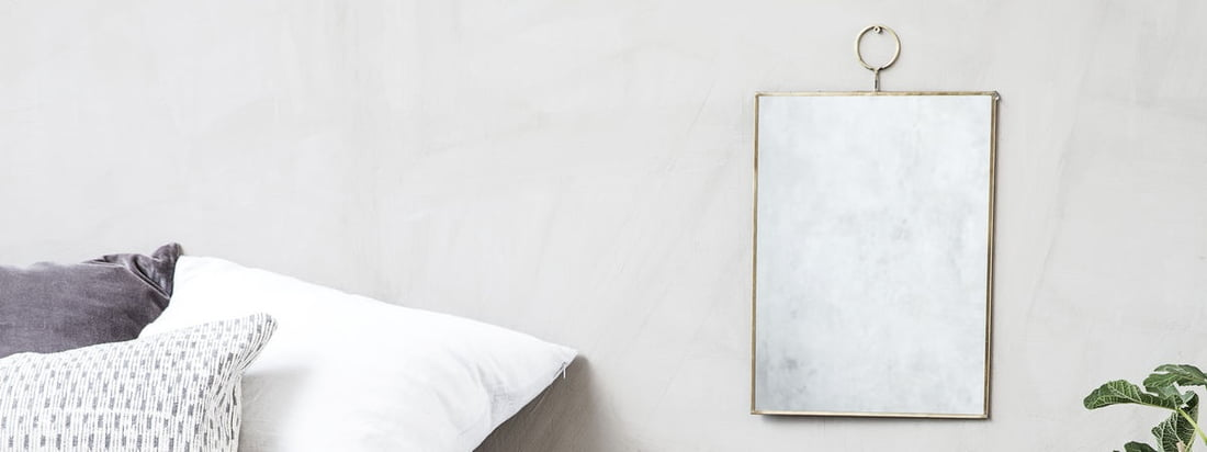 The Loop wall mirror by House Doctor is a stylish and elegant mirror that fits well in modern rooms. The mirror is framed by a thin brass edge.