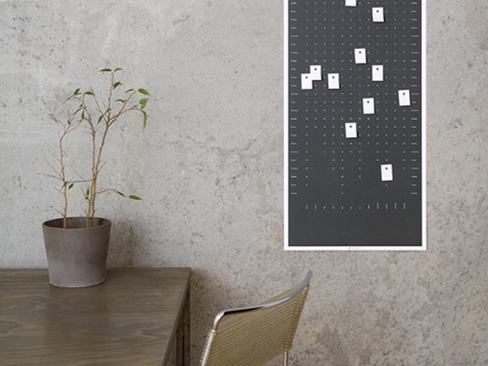 The wall calendar, which is printed on recycled paper of DIG in portrait or landscape format is an individual wall object and calendar at the same time: on the 100 perforated sticky notes labels it can be marked on the calendar individual.