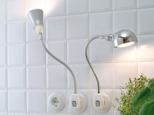 The spotlight from DeLight can be easily plugged into a power outlet, thus giving light wherever you want without annoying cable clutter. The light has a white shock-proof right-angle plug with a transparent security rocker switch.
