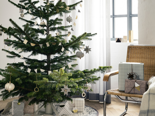 The christmas tree stand by ferm living consists of powder coated steel and is easy to build up. To decorate the christmas tree ferm living offers among other things the brass ornament.