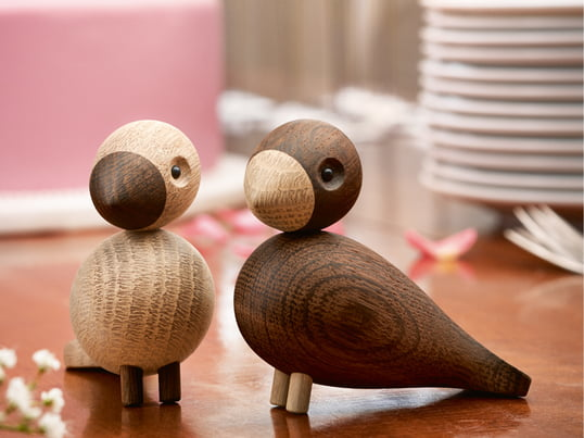 Made of natural and smoked oak wood the decorative birds are an upgrade for every home. As a present the lovebirds are a highlight for every valentines day and wedding as well.