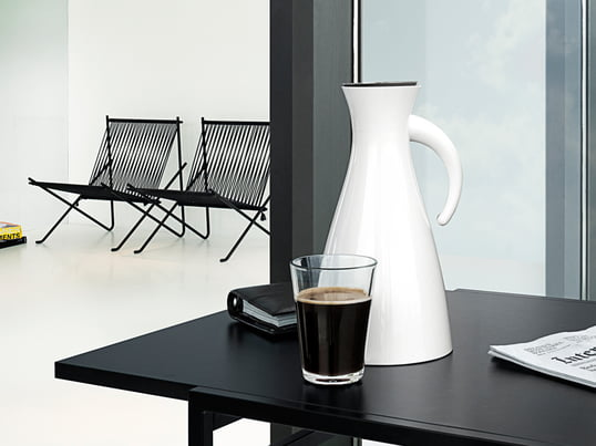 The thermal jug from Eva Solo is made for the Eva Solo tea filter and also coffee filter. The white thermal jug particularly suited for hot or cold drinks.