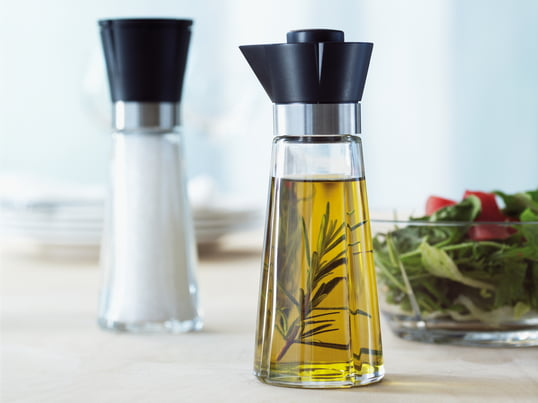 The Grand Cru series with salt grinder and oil and vinegar bottle by Rosendahl is the ideal companion on your dining table. They impress with their functionality and appearance.