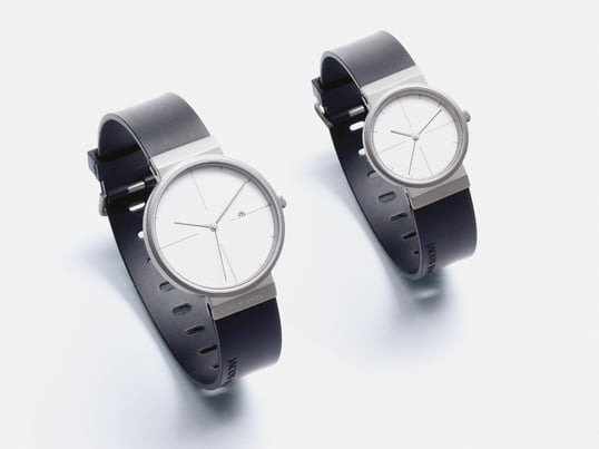 The watches of the titanium collection by Jacob Jensen impress with simple and functional design, a harmonious combination of matte and glossy surfaces, as well as with the clear digits to show the time.